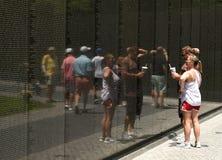 华盛顿特区, - 2018年6月01日:越战的人参观 库存图片