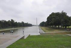 华盛顿特区, 2017年7月5日:与华盛顿方尖碑的全国购物中心在从华盛顿哥伦比亚区美国的一个雨天 免版税库存图片