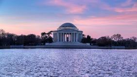 华盛顿特区, :在杰斐逊纪念品的日出 图库摄影