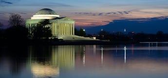 华盛顿特区-在日落的杰斐逊纪念品 免版税库存图片