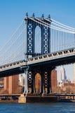从华盛顿街道,布鲁克林,纽约,美国的曼哈顿桥梁 库存图片