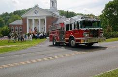 华盛顿集中处, CT,美国05 30 2016在城镇厅前面的消防车在退伍军人日游行期间 免版税库存图片
