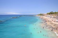 华美的天蓝色的含沙Playa在肋前缘阿德赫的del杜克在特内里费岛 免版税库存照片