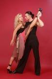 华美的夫妇跳舞阿根廷探戈 免版税图库摄影