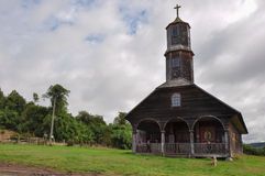 华美的色的和木教会, Chiloe海岛,智利 免版税库存照片