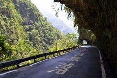 华美的路在太鲁阁国家公园 免版税库存照片