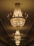 华美的水晶枝形吊灯 免版税库存照片