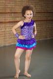 华美的年轻非裔美国人的舞蹈家 免版税图库摄影