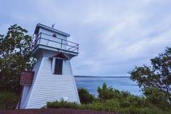 华莱士港口前面范围灯塔在新斯科舍 库存照片