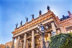 华雷斯剧院雕象瓜纳华托州墨西哥 免版税库存图片
