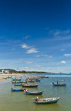 华Hin海滩。 并且小船, 免版税库存照片