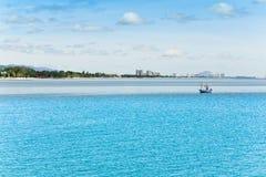华Hin海滩。 并且小船, 库存图片