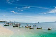 华Hin海滩。 并且小船, 库存照片