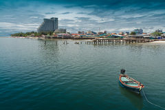 华Hin海滩,小船,餐馆。旅馆 免版税库存照片