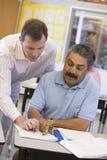 协助解决选件类成熟实习教师 免版税库存图片