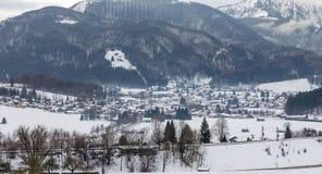 卑尔根上午Hochfelln村庄,巴伐利亚,德国冬天视图  库存照片