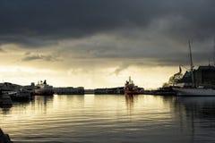 卑尔根口岸在晚上 免版税库存照片
