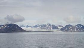 卑尔根群岛:很远冰川风景 免版税库存图片