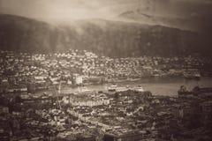 卑尔根通过湿窗口 免版税图库摄影