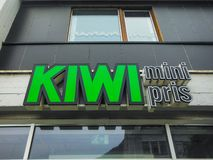卑尔根,挪威,斯堪的那维亚21 2016年6月猕猴桃微型pris是最便宜的杂货店在挪威,卑尔根街市,市中心, 图库摄影