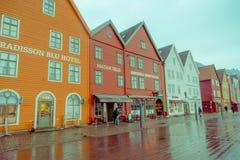 卑尔根,挪威- 2018年4月03日:挪威传统木房子,布吕根,是一个世界遗产,它 免版税库存照片