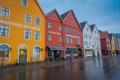 卑尔根,挪威- 2018年4月03日:挪威传统木房子,布吕根,是一个世界遗产,它 库存图片