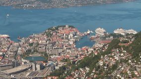 卑尔根,挪威- 2018年7月10日:海海湾海岸的港口城市  股票录像
