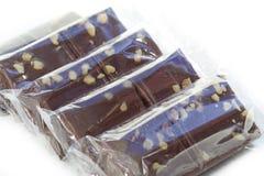 单个被包裹的果仁巧克力 免版税库存图片