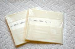 单个被处理被包裹的干酪食物 库存图片