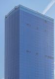 单块玻璃的方形的边在商业中心 免版税库存照片
