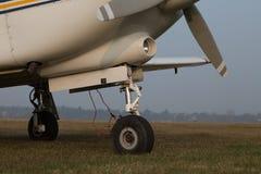 单引擎飞机可撤回的起落架  库存照片