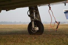 单引擎飞机可撤回的起落架  图库摄影