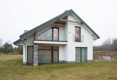 单户住宅在郊区 图库摄影