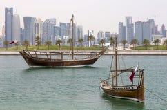 单桅三角帆船和塔 库存图片