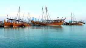 单桅三角帆船小船在多哈,卡塔尔 股票录像