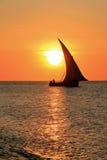 单桅三角帆船桑给巴尔 库存图片