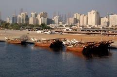 单桅三角帆船沙扎 库存照片