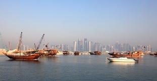 单桅三角帆船港口在多哈。 卡塔尔 免版税库存图片
