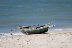 单桅三角帆船独木舟或小船在莫桑比克 库存图片