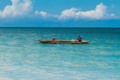 单桅三角帆船的,桑给巴尔渔夫 库存图片