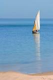 单桅三角帆船莫桑比克 库存图片