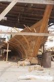 单桅三角帆船造船厂在苏尔,阿曼 免版税库存图片