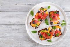 单片三明治用乳脂干酪,肉 图库摄影