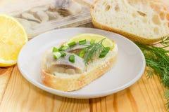 单片三明治用在成份中的烂醉如泥的鲱鱼它的前 免版税库存图片