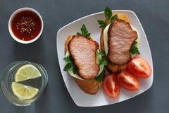 单片三明治用火腿和蕃茄 库存照片