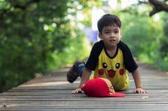 单独小男孩逗留 图库摄影