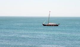 单独小船 库存图片
