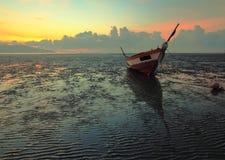 单独小船 免版税库存照片