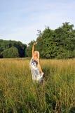 单独白肤金发的域女孩 免版税图库摄影