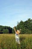 单独白肤金发的域女孩 免版税库存图片